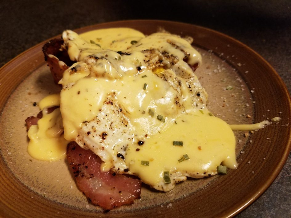 KETO Bacon and eggs with easy cheese sauce